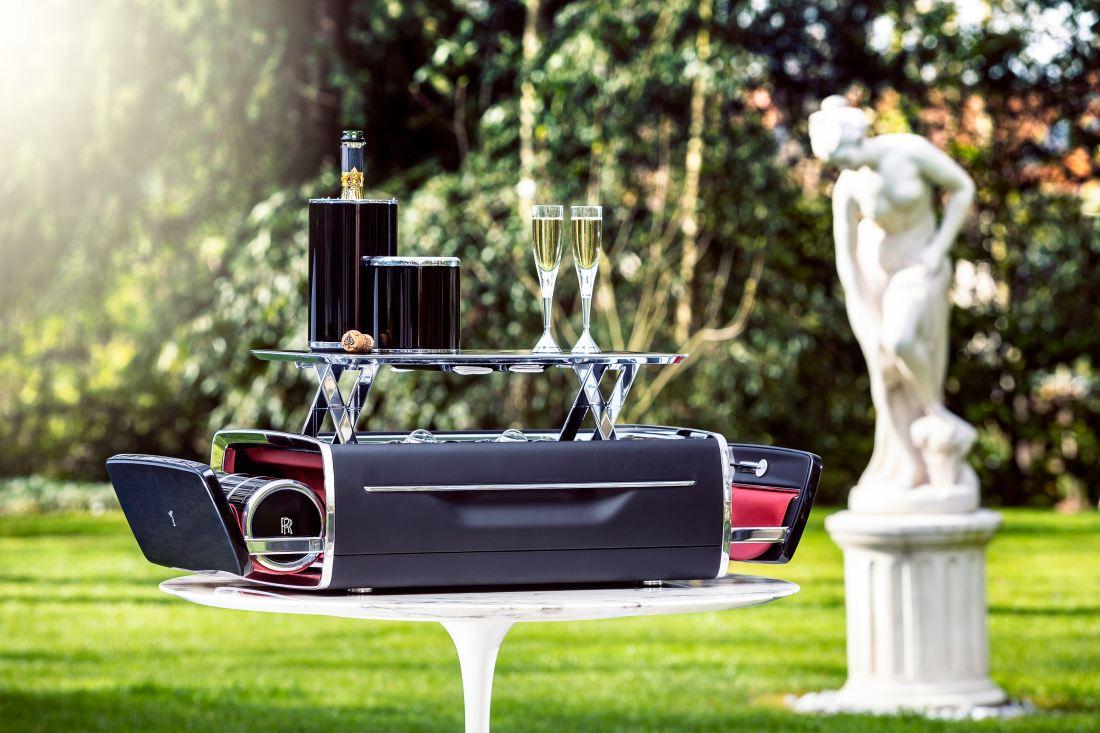 Rolls Royce Menghasilkan Bakul Pinik Untuk Golongan Mewah
